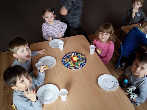 Świętowanie urodzin w grupie Rybki